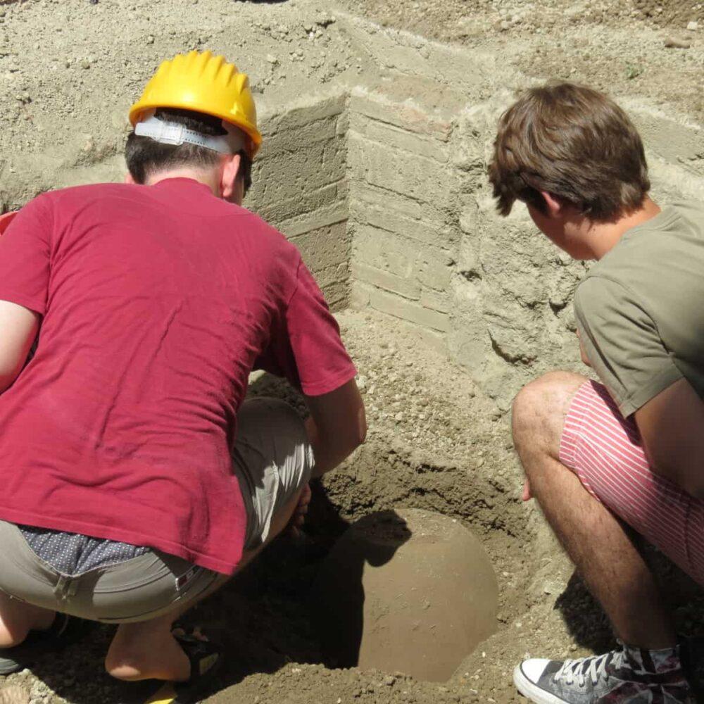 scavo archeologico simulato hotel vesuvian inn